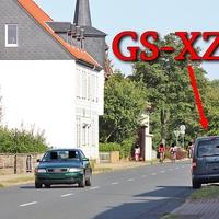 Blitzer in Langelsheim, auf der Langen Straße, kurz vor der Innerstenbrücke, Richtung Astfeld. 50 kmh. Grauer VW Caddy (GS-XZ-32) steht rechte Seite, halb auf dem Gehweg.