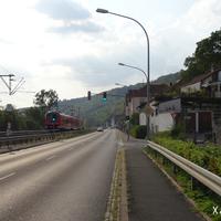 Die Ortsdurchfahrt Schonungen-Mainberg wird regelmäßig überwacht. Links von der Bahntrasse fließt der Main ins nahegelegene Schweinfurt. Bilder von anderen Messpunkten in Unterfranken sind unter www.messstellen.info erfasst!