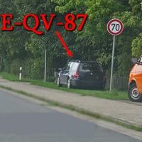 Blitzer in Ersehof, in der Ortdurchfahrt B 214, nach dem Abzweig Groß Schwülper, Richtung Celle. 70 kmh. Dunkelblauer VW Golf 4 Variant (PE-QV-87). Rechte Seite auf dem Grünstreifen geparkt.