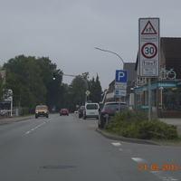 Richtung Ortsmitte, Anlage steht auf der linken Seite
