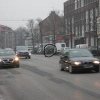 schwarzer VW-CADDY, HH-CJ 2982, Bramfelder Str.110, stadtauswärts