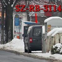 Blitzer in SZ Thiede, Panscheberg. 50 kmh. Richtung B 248/ Wolfenbüttel / Penny, rechte Seite hinter den Altpappiercontainern versteckt, steht der graue VW Caddy Maxi (SZ-RB-3114).