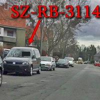 Blitzer in Gebhardtshagen, Riechenberger Straße, rechte Seite in der Parkreihe steht  der graue VW Caddy Maxi (SZ-RB-3114).