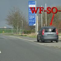 Blitzer am OA Heiningen, alte B 82, Richtung Wolfenbüttel. Höhe der alten Tankstelle, dunkelgrauer Skoda Roomster (WF-SO-42). 50 kmh. Auch jeden Tag aufs neue sehr viel Betrieb an und neben der Straße an der Stelle, womit man diese Messstelle eingerichtet hat bleibt nur dem Landkreis überlassen. Andersrum wer den Braten nicht gerochen hatte der ist selber Schuld. Dort an der alten Tankstelle steht nie ein Fahrzeug, außer Messwagen.