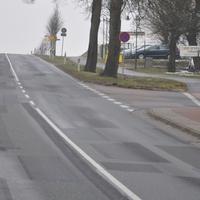 Penkow Rtg. Malchow - an der Currybude/Outlet (50) - am rechten Bildrand hinter dem Parkschild