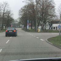 Bad Cannstatt Benzstraße Ortseinwärts @50Km/h. ESO weit hinten auf dem Grünstreifen, Fotoeinheiten hinter einem Baum verteckt.