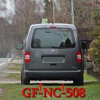 Messwagen in Nahansicht. Grauer VW Caddy Maxi (GF-NC-508). Heute ist die Blitzanlage im Kofferraum, die Polizei Gifhorn ist auch im Besitz eines Statives dafür, welches einen externen Aufbau erlaubt.