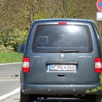 Richtung Ortskern Randersacker: Nahaufnahme des Radarwagens der GKVS aus N mit bestens erkennbarem Gerät
