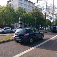 Egon-Reinert-Straße, in Höhe zweier Schulen, daher Tempo 30, Messung beidseitig