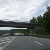 Richtung Etterzhausen auf der B8. Unter der Brücke bei Kneiting.