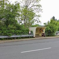 Blitzer in Astfeld, in der Ortsmitte auf der Goslarschen Straße (alte B 82). Höhe Bushaltestelle / Apotheke / Abzweig Hüttenweg. Beide Richtungen. 50 kmh. Silberner VW T5 (GS-ES-3000), steht im Hüttenweg dazu.