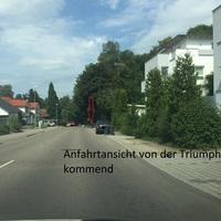 beim Barbarossabrunnen, beidseitig, Messfahrzeug steht im Wald (rechts)