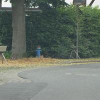 OE GS-Jerstedt, Langelsheimer Straße, aus Langelsheim kommend, nur 20 Kmh erlaubt. Steht versteckt an einem Zaun, externer ESO-Einseitensensor, silberner VW Caddy (GS-FD-214) steht auf dem Grundstück (Bauernhof). Aus Langelsheim sehr spät zu sehen!