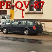 Auf der B 1 in Denstorf, Richtung Vechelde, kurz nach der Star Tankstelle, rechte Seite auf dem Gehweg, steht mal wieder der dunkelblaue VW Golf 4 Variant (PE-QV-87). 50 kmh.