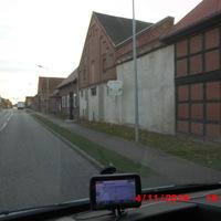 erster stationärer Blitzer im Ort in Fahrtrichtung Stendal. dieser auf der rechten Seite.