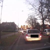 silberner VW Caddy, auf dem Bürgersteig, Fahrtrichtung Nordhausen