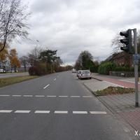 Anfahrt in Richtung Albersloher Weg an der Einmündung Martin-Luther-King-Weg im hintersten Teilbereich der Straße An den Loddenbüschen.