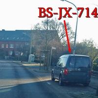 Blitzer in Veltenhof, auf der Mannheimstraße, Richtung Unter den Linden / Pfälzerstraße. Grauer VW Caddy (BS-JX-714), rechte Seite in den Parkbuchten. 30 kmh.