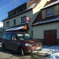 OA von Heidenheim-Aufhausen Rtg Aalen aus einem weinroten VW Caddy mit Laser