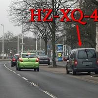 Dunkelgrauer VW Caddy Maxi , mal wieder anderes Kennzeichen (selber Wagen HZ-XQ-485), steht wieder auf der Münchenstraße, auf der rechten Seite kurz nach der Haltestelle Emsstraße. 50 kmh. Richtung Donauknoten-Weststadt.