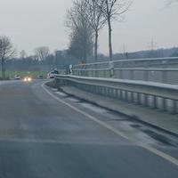 Alte B 248 / L 295, zwischen Lehre und Flechtorf, höhe der Bahnbrücke, an der Feldwegseinfahrt beidseitig. ESO Anlage, Beiger VW T5 (HE-QF-793) steht in der Nähe. 80 kmh