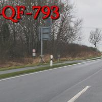 Blitzer auf der L 295 (alte B 248) zwischen Lehre und Flechtorf, am Abzweig Groß Brunsrode, in beiden Richtungen. 80 kmh. Beiger VW T 5 (HE-QF-793) steht versteckt im Feldweg.