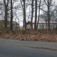 Blitzer Meppen - Nödike auf der Schwefingerstraße kurz vorm Ortsausgangsschild. Die Umgebung gibt das Gefühl bereits ausserorts zu sein, und das wird hier ausgenutzt. Der blaue Bulli der Plozei steht in einer Seitenstraße