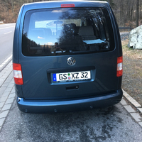 dunkler VW Caddy (GS - XZ 32)