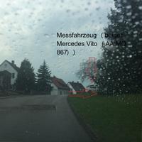 In der Friedrich-Schwarz-Straße beim Parkplatz, beidseitig. Blitzer ist erst spät zu erkennen bzw. wenn man nicht darauf achtet überhaupt zu erkennen. Das Messfahrzeug ist allerdings gut sichtbar. Für alle die es kennen ist es leicht den Blitzer zu enttarnen.