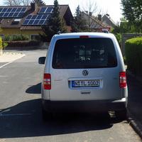 Der in der Seitenstraße völlig unsichtbar geparkte silberne VW Caddy N-TL 1002. Weitere Messwagen siehe Bilder-Links unter dem Autor dieser Bilder.