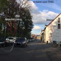 In der Curfestraße beim Stadtpark, beidseitig, beiger Mercedes Vito (Messfahrzeug) ist gut zu sehen.