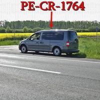 Grauer VW Caddy Maxi (PE-CR-1764), hinter einem Baum geparkt, aus SZ Üfingen kommend, Fahrtrichtung SZ Thiede, 70 kmh. An einer Feldwegseinfahrt.