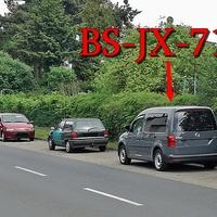 Blitzer auf dem Brodweg, Helmstedter Straße Richtung Prinzenpark. Kurz vor dem Bahnübergang, rechte Seite in den Parkbuchten, grauer VW Caddy (BS-JX-714). 30 kmh.