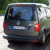 Zweite Nahansicht des VW Caddy: Links im Heck erkennt man eine Funkantenne, mit der bei Stativbetrieb die Daten ins Fahrzeug gefunkt werden. Gruß an den freundlichen Polizeibeamten!:)