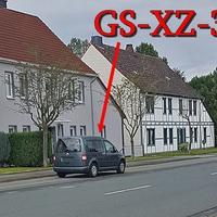 Blitzer in Astfeld, in der Ortsmitte auf der Goslarschen Straße (alte B 82). Nach der GO-Tankstelle, Richtung Langelsheim. 50 kmh. Gegenseitig in dem Parkstreifen steht der graue VW Caddy (GS-XZ-32).