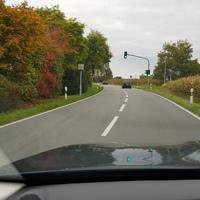 Fahrtrichtung, Rechte Seite Richtung Nord nach der Ampel (Frankfurt), Linke Seite Richtung Süd (Darmstadt),