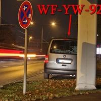 Stammgäste an ihren Stammplätzen, mal wieder auf der Wolfenbütteler Straße, stadteinwärts, kurz nach der Brauerei Wolters, auf der rechten Seite, vor dem Abzweig Riedestraße. Grauer VW Caddy Maxi, (WF-YW-925). 50 kmh.