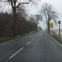 B 192, Krukow, Fahrtrichtung Penzlin, kurz vor großem gelben Schild, rechts