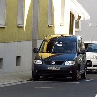 Richtung B 8: Nahansicht des Fahrzeugs mit gut erkennbarer Messanlage