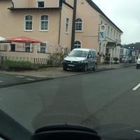 Grauer VW Caddy