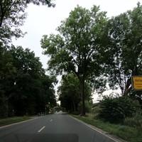 http://www.haz.de/Umland/Wedemark/Rasender-Laster-faehrt-in-der-Wedemark-einen-Blitzer-der-Polizei-zu-Schrott