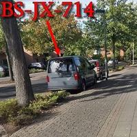 Im Kanzlerfeld, auf der Staufenbergstraße, rechts in den Parkbuchten, grauer VW Caddy (BS-JX-714). 30 kmh.