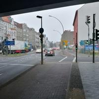 Buschkrugallee Richtung Karl-Marx-Straße (Innenstadt) / Grenzallee (kommt rechts)