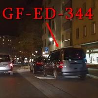 Mal wieder Blitzer auf der Auguststraße, stadteinwärts. Richtung Innenstadt (Schloss-Arkaden). Kurz hinter dem Penta-Hotel, rechts auf dem Parkstreifen / Halteverbot. 30 km/h. Grauer VW Caddy Maxi mit mal wieder anderem Kennzeichen(GF-ED-344).
