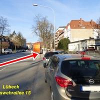 Semistationärer Blitzer-Anhänger TRAFFISTAR S 350 steht an der B 207 Lachswehr Allee 15 in Fahrtrichtung Moislinger Allee / Lindenplatz ...