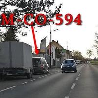 Die neuste Masche, nachdem das tarnende Gebüsch radikal gestutzt wurde. Wird sich gegenseitig auf dem Parkstreifen platziert am OA Weststadt Timmerlahstraße, in Fahrtrichtung Timmerlah. Hier auf dem Foto, ggenüber der alten Tankstelle, hinter einem Anhänger. Grauer VW Caddy Maxi (NOM-CO-594). 50 kmh.