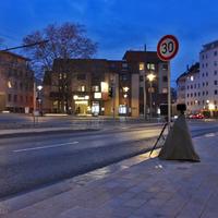 Blitzer auf der Auguststraße, stadteinwärts Richtung Bohlweg (Schloss). Neue Messstelle, in der kurve hinter dem Penta Hotel, am Fußgängerüberweg, externe Anlage auf Stativ. Steht direkt an dem 30 kmh Schild.