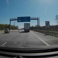 Blitzeranhänger unmittelbar nach einzug der linken von drei Fahrspuren in Höhe des ersten Schnelsen-Wegweisers.