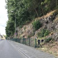 Blitzer der Stadt Idar-Oberstein (Ordnungsamt) Baujahr 2019 Poliscan FM 1 Messfahrzeug VW Caddy grau steht in der Gegenrichtung