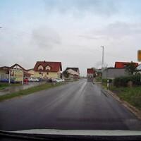 Aus Richtung Pettstadt kann man den Blitzer gut erkennen, aus Richtung Frensdorf unmöglich vorher zu sehen.